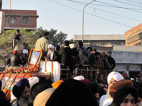 http://khalsaspirit.com/images/BhaiSuratSinghjiAntimSaskaaryatra.jpg